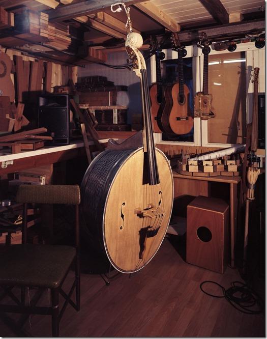Beim Gitarrenbauer C 2400