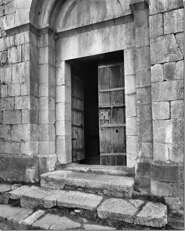 Eiingang Kirche neben Abella bw 2400 Efex klein