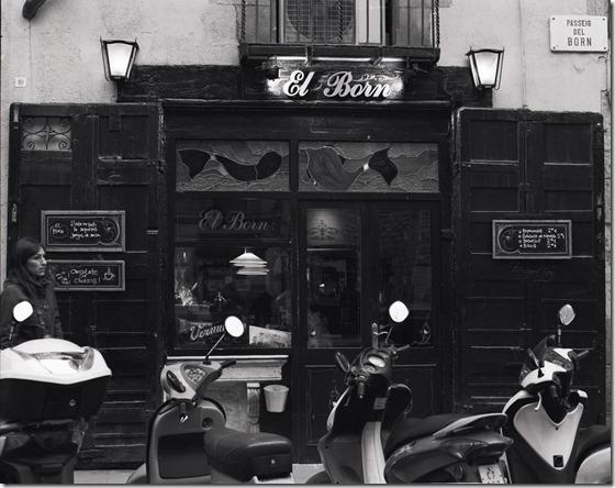 Cafe El Born Frontal BW 1600