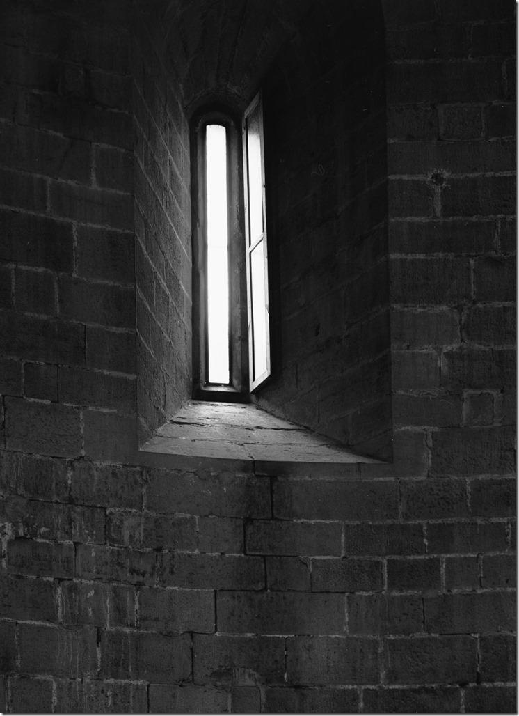 Madremanya Window 2 BW 2400