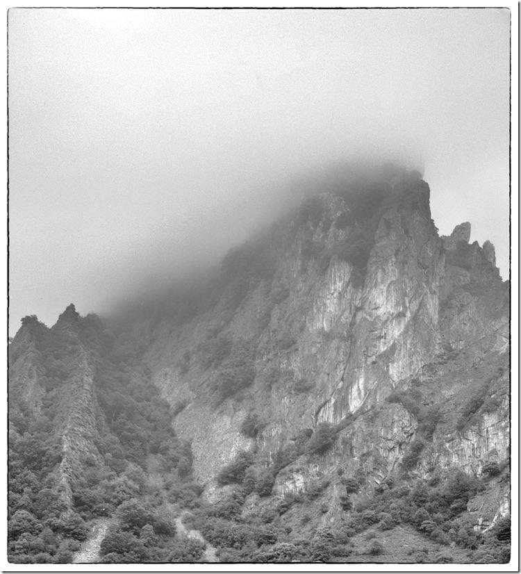 Mountain in Cloud BW 2400
